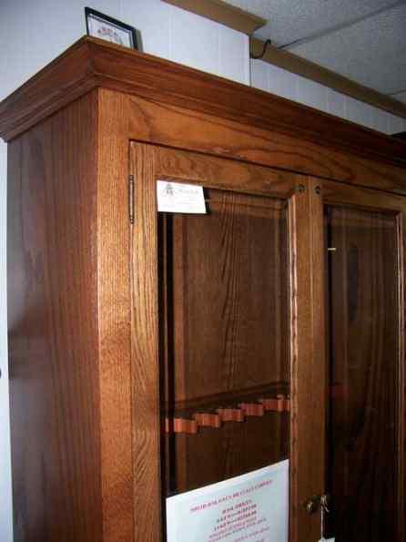 12 gun oak cabinet gun cabinetry long gun pistol for Amish kitchen cabinets illinois